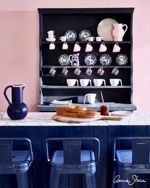 Antoinette-kitchen-Napoleonic-Blue-stools-and-breakfast-bar-Oxford-Navy-dresser.jpg